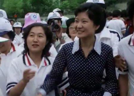 Soc: Khong phai ba 'ban than', day moi thuc su la 'co van mat' cua Tong thong Han Quoc? - Anh 2