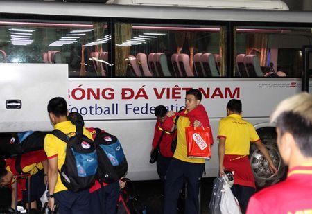 Chum anh: DT Viet Nam ve nuoc sau chuyen tap huan Han Quoc - Anh 5