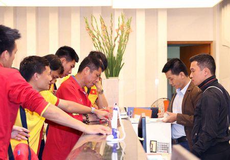 Chum anh: DT Viet Nam ve nuoc sau chuyen tap huan Han Quoc - Anh 7