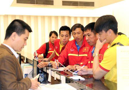 Chum anh: DT Viet Nam ve nuoc sau chuyen tap huan Han Quoc - Anh 8