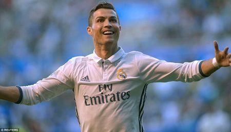 Chum anh: Ronaldo hoa trang ngay Halloween gay 'bao' tren mang - Anh 2