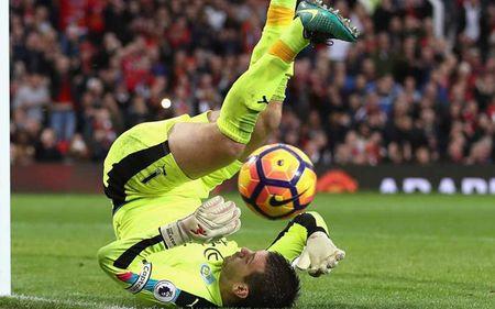 Arsenal thong tri doi hinh xuat sac nhat vong 10 Premier League - Anh 2