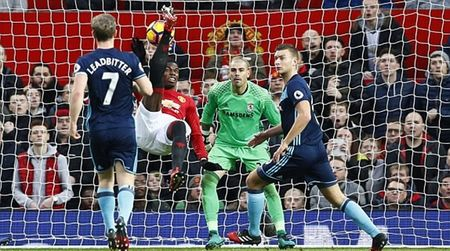 Chum anh: Man Utd nhoc nhan vuot qua Middlesbrough o nhung phut cuoi - Anh 2