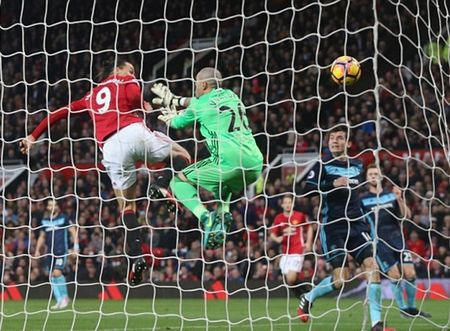 Chum anh: Man Utd nhoc nhan vuot qua Middlesbrough o nhung phut cuoi - Anh 4