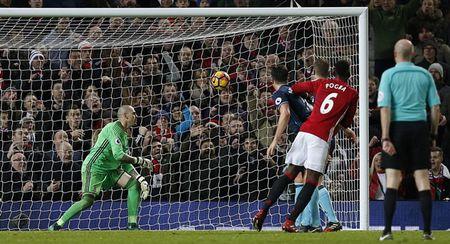 Chum anh: Man Utd nhoc nhan vuot qua Middlesbrough o nhung phut cuoi - Anh 9