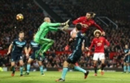 Mourinho he lo ly do de Mkhitaryan da... hau ve trai - Anh 2