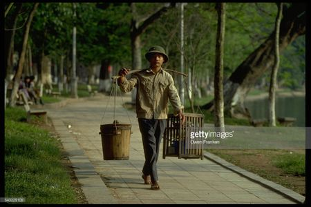 Boi hoi ngam anh than thuong ve Ha Noi nhung nam 1990 - Anh 3