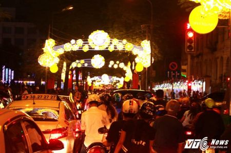 TPHCM long lay, lung linh trong dem giao thua 2017 - Anh 4