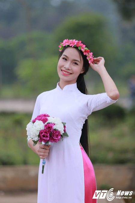 Hot girl DH Ky thuat Hau can CAND xinh dep, me ca hat - Anh 2