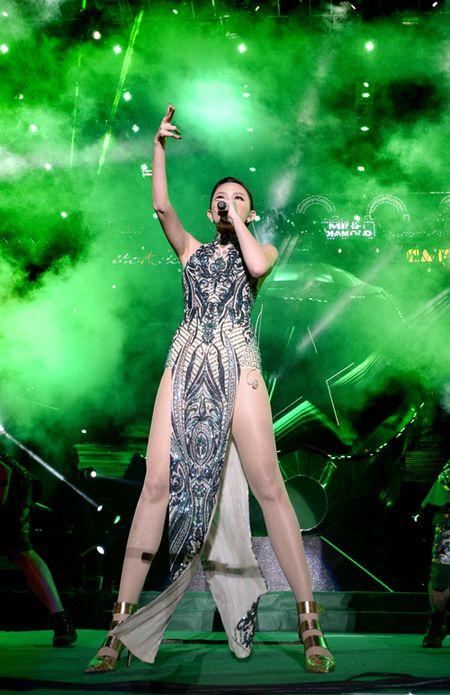 Khong phao hoa, Ha Noi van sang ruc trong le hoi Countdown - Anh 15