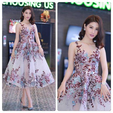 Thoi trang sao Viet dep: Loat my nhan khoe duong cong rao ruc don nam moi - Anh 10