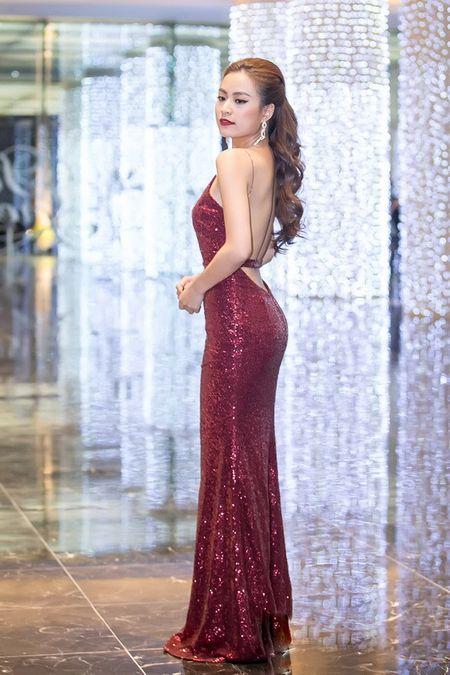 Thoi trang sao Viet dep: Loat my nhan khoe duong cong rao ruc don nam moi - Anh 2