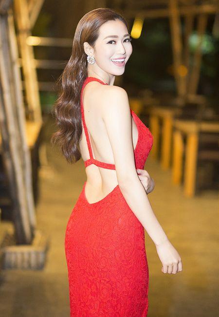 Thoi trang sao Viet dep: Loat my nhan khoe duong cong rao ruc don nam moi - Anh 3