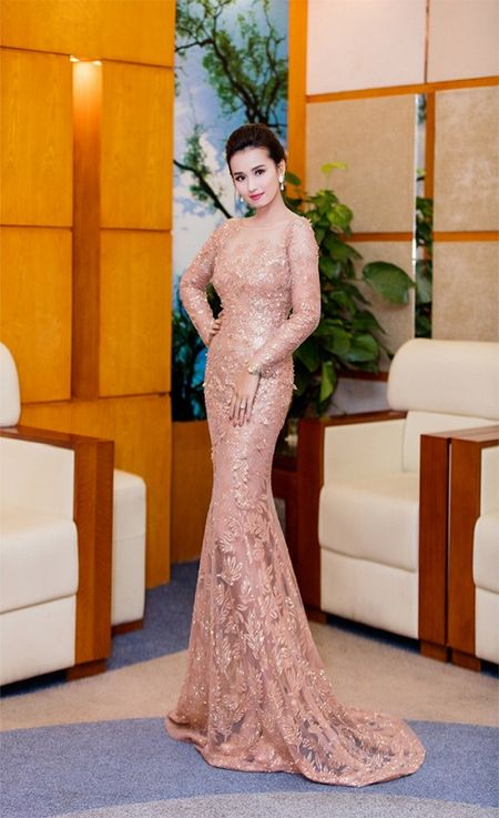 Thoi trang sao Viet dep: Loat my nhan khoe duong cong rao ruc don nam moi - Anh 7