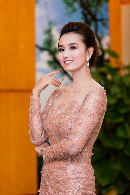 Thoi trang sao Viet dep: Loat my nhan khoe duong cong rao ruc don nam moi - Anh 8