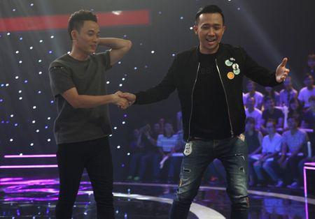 Giong ai giong ai: Roi Tran Thanh, Hari Won 'chung hung' ra ve tay khong - Anh 2
