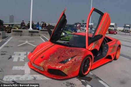 Man nhan voi dan sieu xe Lamborghini tri gia hon 277 ty dong - Anh 2