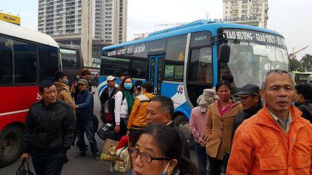 Nha xe phan ung, Ha Noi van chot phuong an dieu chuyen ben xe - Anh 1