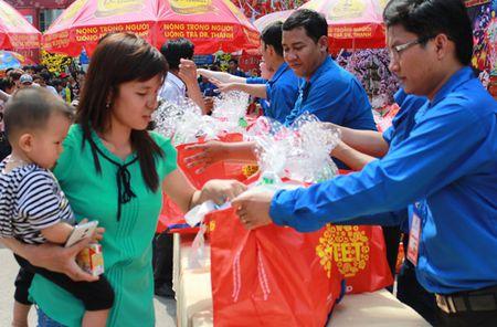 TP.Ho Chi Minh: Nhieu chuong trinh cham lo Tet cho nguoi lao dong - Anh 1