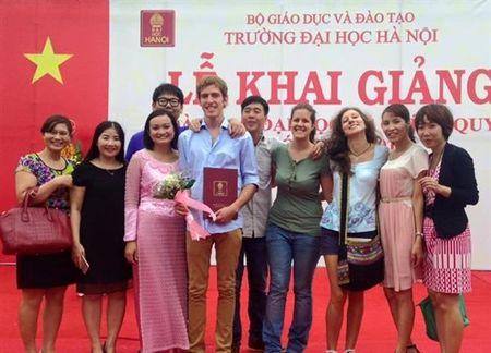 Can nang cao chat luong dao tao de thu hut sinh vien nuoc ngoai - Anh 1