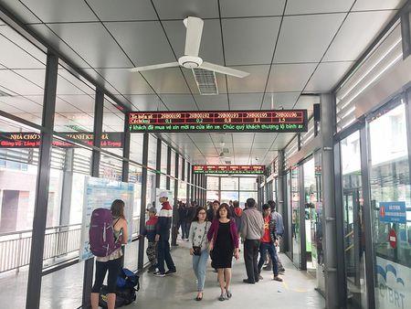 Trai nghiem xe buyt nhanh BRT tai Ha Noi trong ngay dau nam 2017 - Anh 11