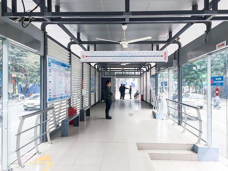 Trai nghiem xe buyt nhanh BRT tai Ha Noi trong ngay dau nam 2017 - Anh 1