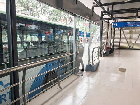 Trai nghiem xe buyt nhanh BRT tai Ha Noi trong ngay dau nam 2017 - Anh 3