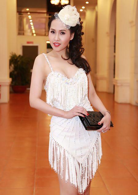'Gai nhay' Minh Thu khoe dang 'boc lua' voi bo do ngan cun - Anh 1