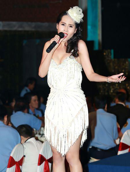 'Gai nhay' Minh Thu khoe dang 'boc lua' voi bo do ngan cun - Anh 7