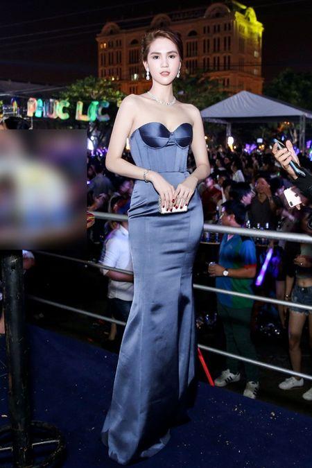 Ngoc Trinh khoe trang suc kim cuong ty phu Hoang Kieu tang - Anh 7
