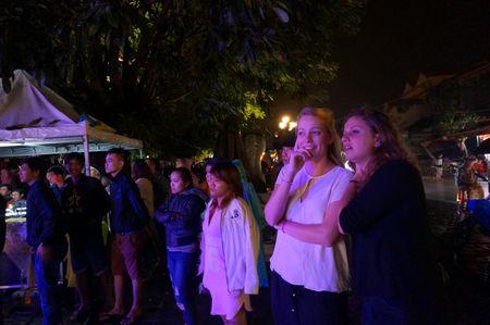 Khach Tay cuong nhiet don nam moi 2017 o pho co - Anh 6