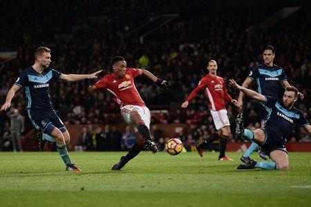 Mourinho cho Martial loi khuyen chan tinh - Anh 1