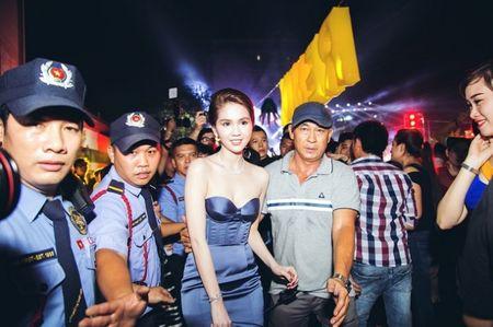 Ngoc Trinh gay chu y voi dan ve si ho tong - Anh 1