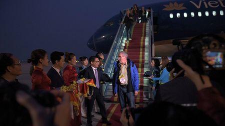 Ong Nguyen Thien Nhan chao don vi khach quoc te dau tien den Thu do nam 2017 - Anh 9