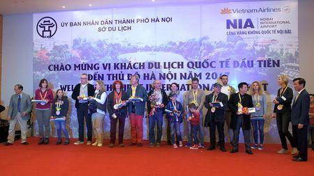 Ong Nguyen Thien Nhan chao don vi khach quoc te dau tien den Thu do nam 2017 - Anh 15