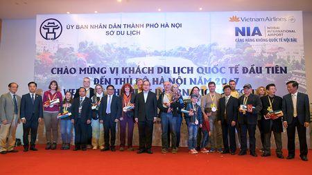 Ong Nguyen Thien Nhan chao don vi khach quoc te dau tien den Thu do nam 2017 - Anh 1