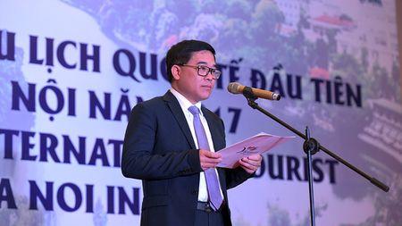 Ong Nguyen Thien Nhan chao don vi khach quoc te dau tien den Thu do nam 2017 - Anh 2
