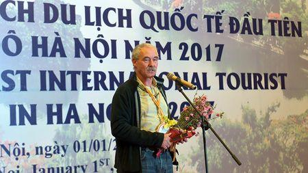 Ong Nguyen Thien Nhan chao don vi khach quoc te dau tien den Thu do nam 2017 - Anh 4