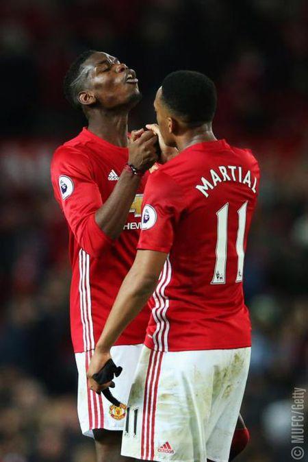 Ke khich tuong cua Mourinho da giup Martial bung no - Anh 2
