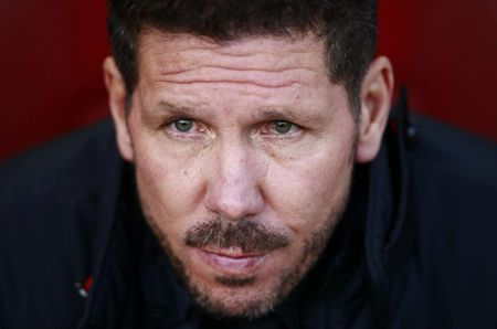 CAP NHAT toi 1/1: Man United chi 145 trieu bang cho bo doi Atletico. Juve xay dung hang cong Nam My voi Sanchez - Anh 2