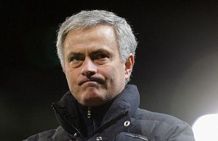 Mourinho don 'hung tin' khi Bo Bien Nga khong buong tha Bailly - Anh 1