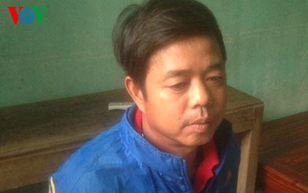 Thanh Hoa: Dan mat phuc bat 2 vo chong do trom chat thai xuong bien - Anh 2