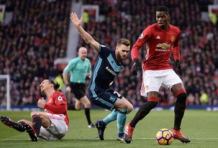 Cham diem MU 2-1 Middlesbrough: Nguoi hung Martial che mo Pogba, Ibra - Anh 9
