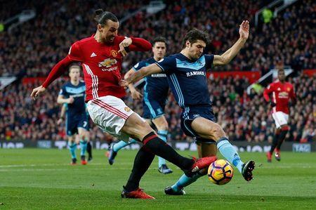Cham diem MU 2-1 Middlesbrough: Nguoi hung Martial che mo Pogba, Ibra - Anh 12