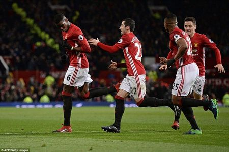Cham diem MU 2-1 Middlesbrough: Nguoi hung Martial che mo Pogba, Ibra - Anh 2