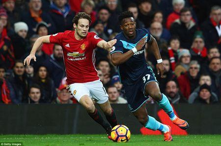 Cham diem MU 2-1 Middlesbrough: Nguoi hung Martial che mo Pogba, Ibra - Anh 6