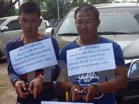 Bat 2 doi tuong nguoi Lao mang 40 nghin vien ma tuy vao Viet Nam - Anh 1