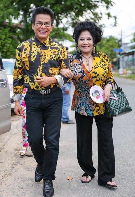 Doc quyen: Thanh Bach noi gi ve ao dai 8 met gay xon xao? - Anh 6