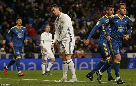 Real Madrid 1-2 Celta Vigo: Bao dong cho Ronaldo va Zidane - Anh 1