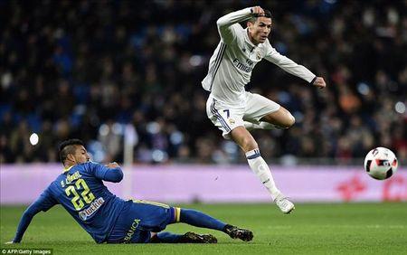 Real Madrid 1-2 Celta Vigo: Bao dong cho Ronaldo va Zidane - Anh 2